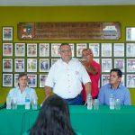 Gobernador entregó mobiliarios a instituciones educativas