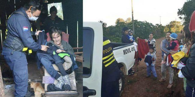 Policía entregó abrigos a familias humildes