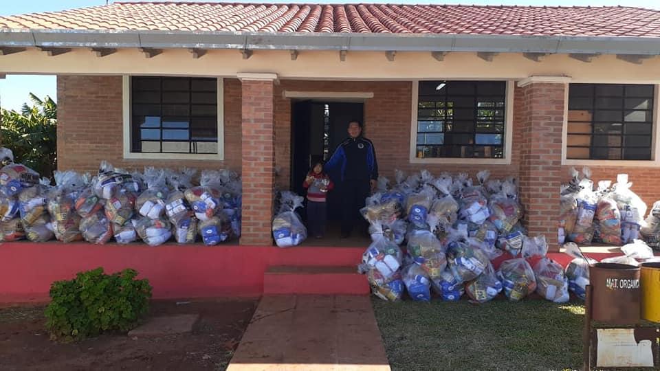 Gobernación de Caazapá entregó kits de alimentos en escuelas