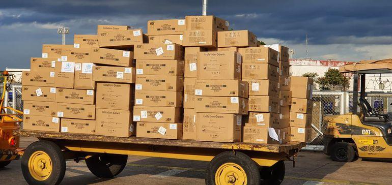 Llegó carga de 25 toneladas en insumos comprados por Ministerio de Salud y donados por Canadá