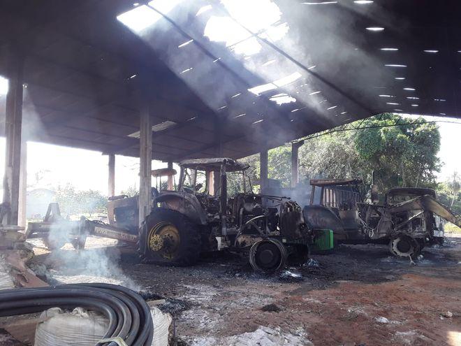 Ataque a estancia deja varias máquinas quemadas en Concepción