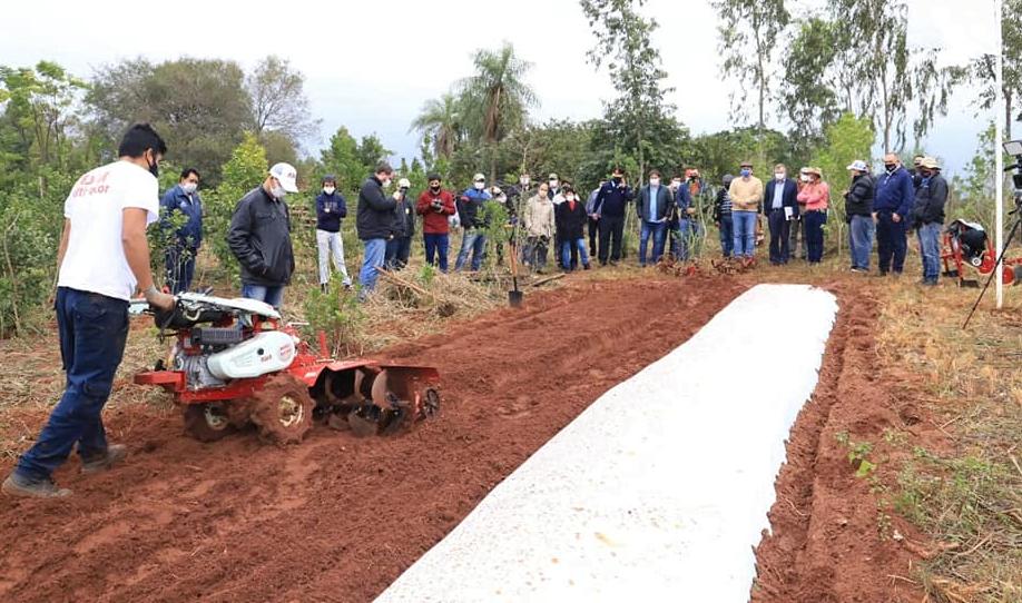 Productores de Misiones recibieron implementos agrícolas por parte del MAG