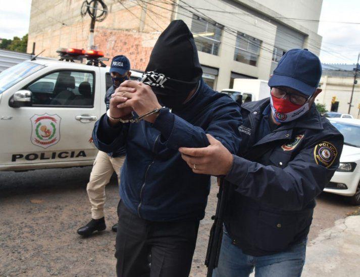 Imputan a ex director de Tacumbú por recibir pistola de obsequio