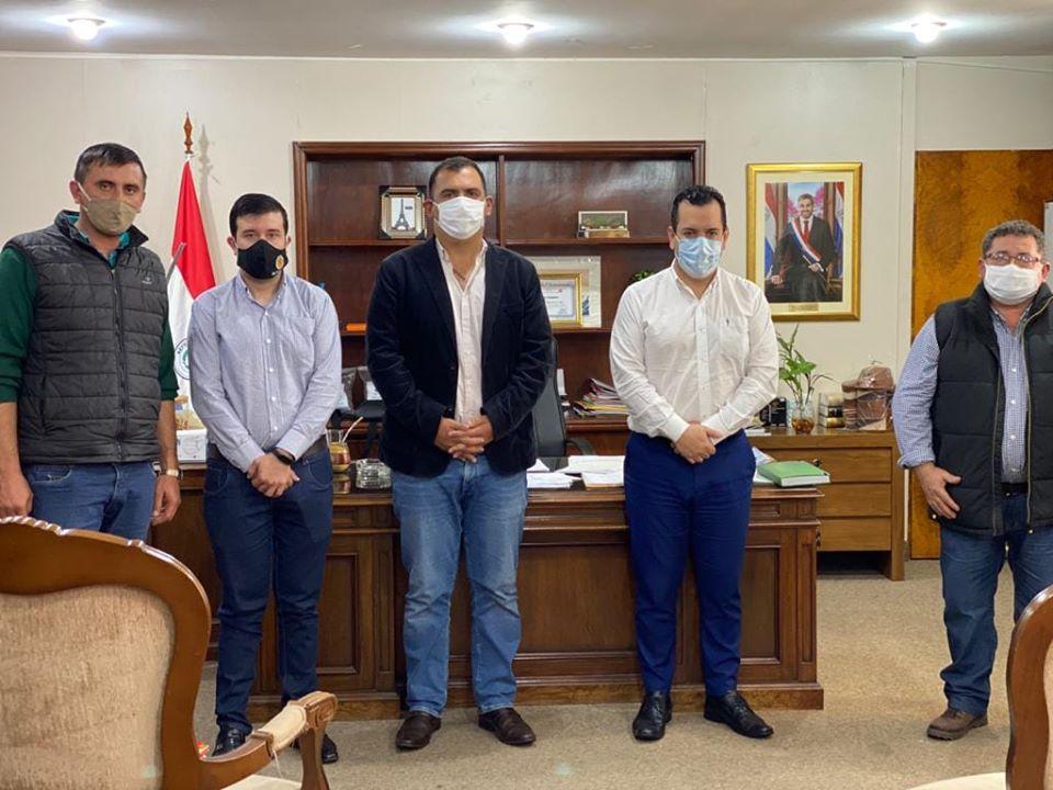 Gobernador de Caazapá se reunió con el Ministro del MAG