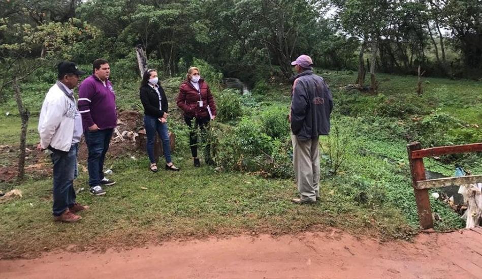 Gobernación acompaña trabajos de limpieza de cauce hídrico y reforestación