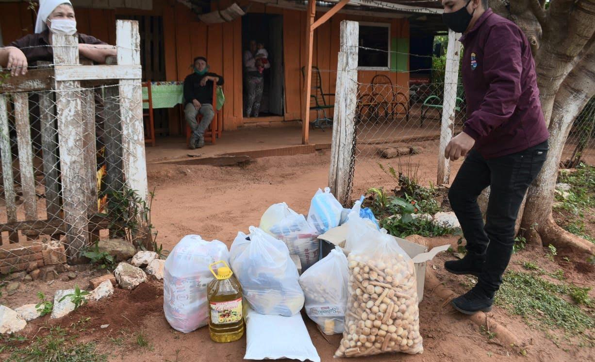 Intendenta se solidariza y entrega víveres a familia que esta en cuarentena por covid-19