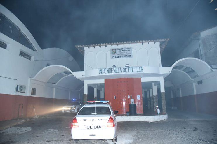 Incendio destruye parte de la sede de Intendencia de la Policía Nacional