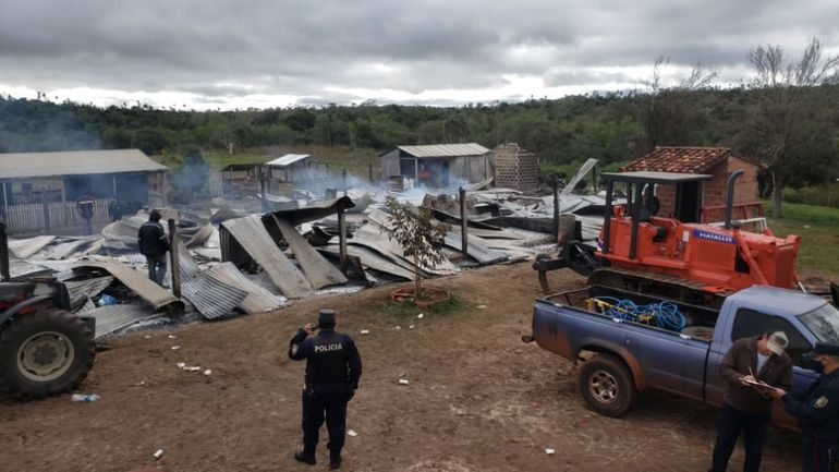 Ataque, toma de rehén y quema de retiro en Yasy Cañy