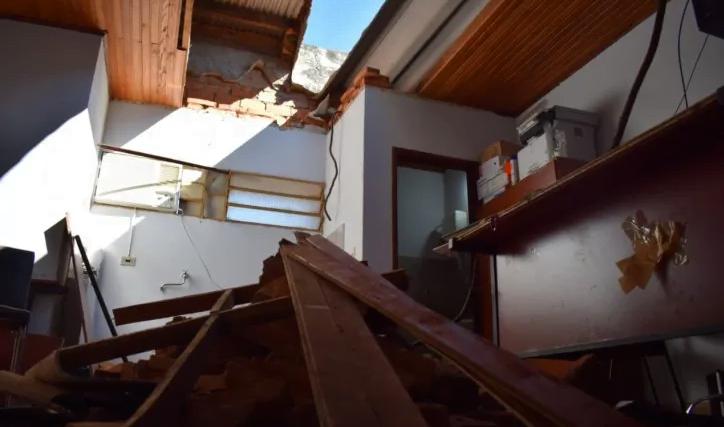 Dos heridos en derrumbe del techo de la Fiscalía de Caazapá