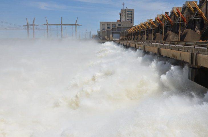 Argentina transfiere USD 45 millones a Paraguay por cesión de energía