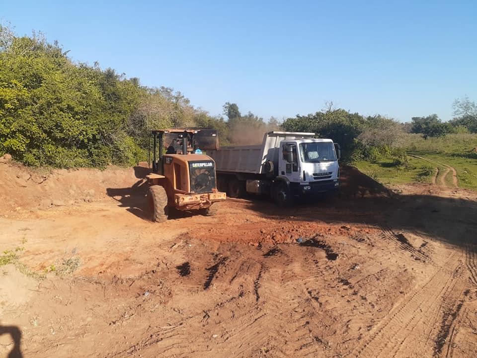 Caazapá: Realizan reparación de caminos en la comunidad de San Ignacio