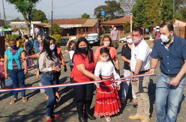 Intendente inauguró empedrados en Territorios Sociales de Coronel Oviedo