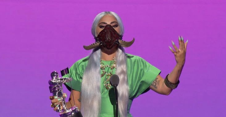 Los 5 premios de Lady Gaga y sus originales mascarillas protagonizaron los VMA
