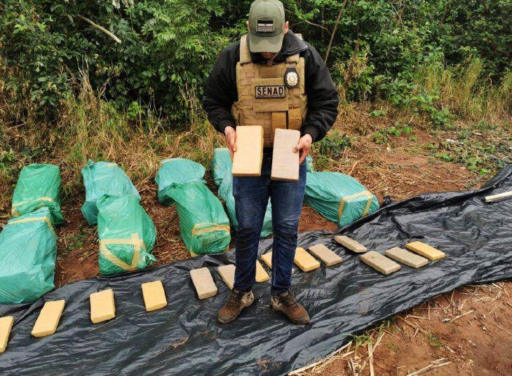 Hallan carga de marihuana oculta en un pozo en territorio del EPP