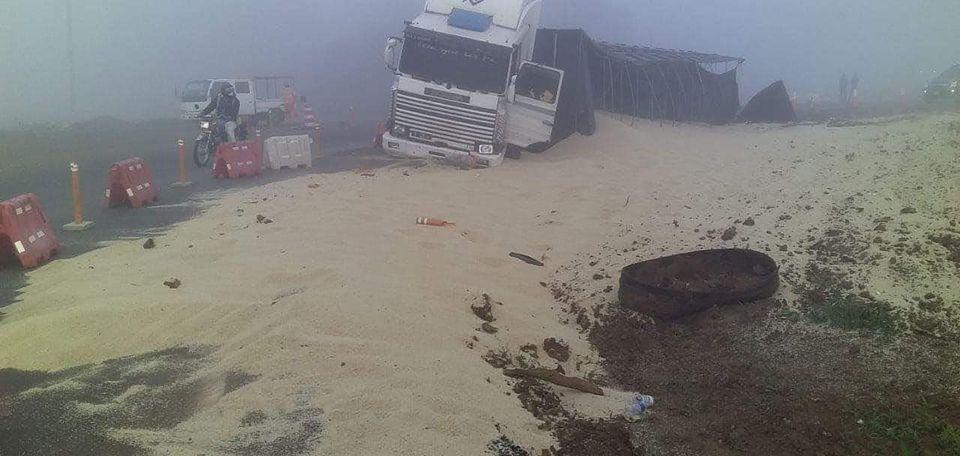 Camión vuelca en Coronel Oviedo