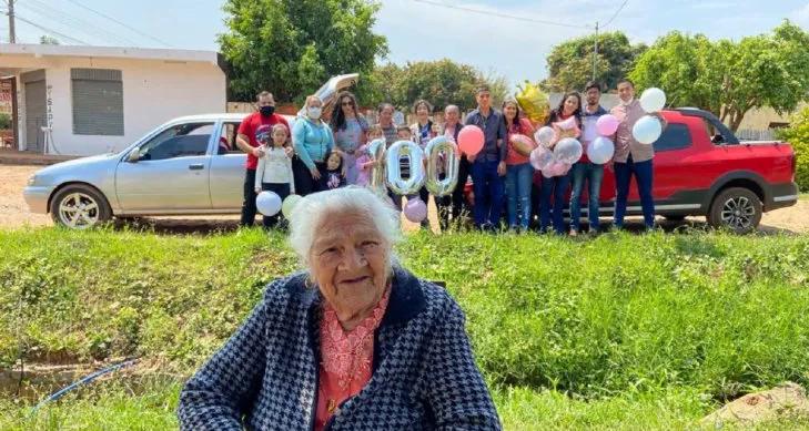 """Doña Marcelina celebró sus 100 años en """"modo covid"""""""