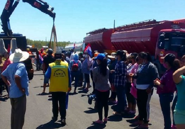 Pobladores de Espinillo se manifiestan para exigir acceso a la comunidad