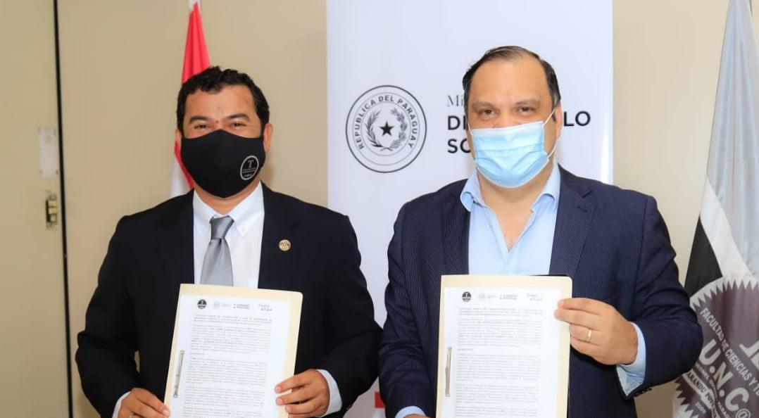 MDS y la UNCA firman convenio para pasantías e investigación científica