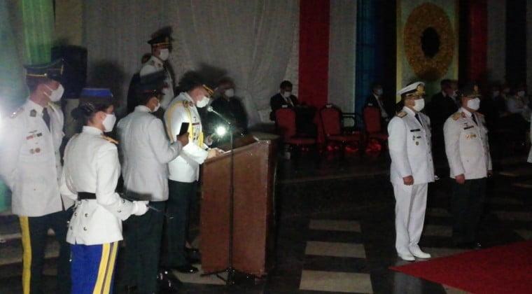 A oscuras, Abdo participa de egreso en la Academia Militar