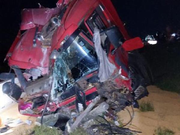 Brutal cuádruple choque deja un fallecido en Arroyos y Esteros