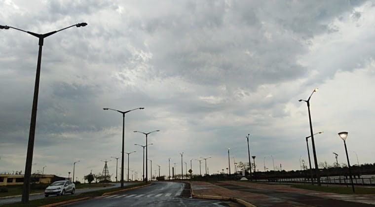 Martes caluroso con chaparrones y ocasionales tormentas eléctricas