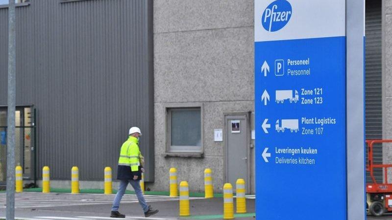 Reino Unido recibe su primer lote de vacuna covid-19 de Pfizer