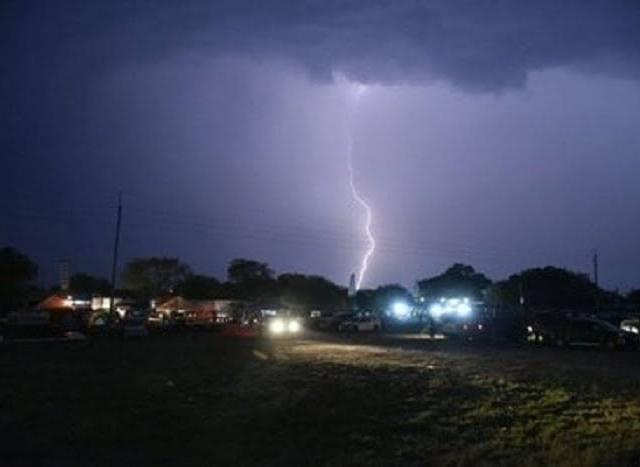 Lluvias y tormentas eléctricas en 11 departamentos