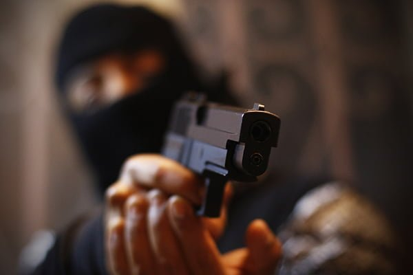 A punta de arma de fuego asaltan un despensa en Coronel Oviedo