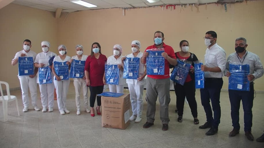Hospital de Coronel Oviedo recibe 10.000 batas