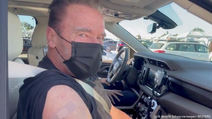 """""""Terminator"""" se vacunó contra el covid-19"""