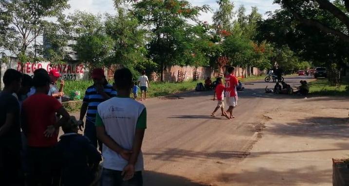 Nativos se manifestaron frente a la vivienda del Presidente del INDI