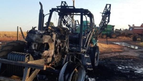 Atacan una estancia y queman maquinarias en Concepción