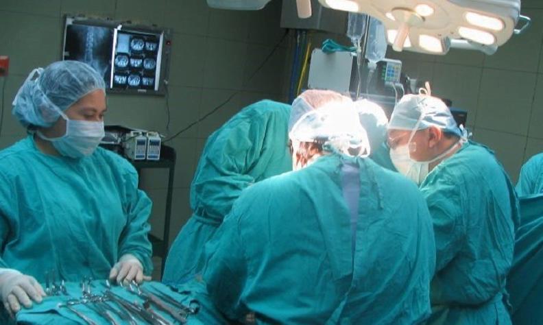Murió luego de que le trasplanten pulmones con covid-19