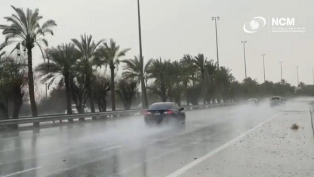 Emiratos Árabes Unidos provoca fuertes lluvias artificiales con una nueva tecnología